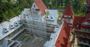 Heritage Spanish red, Poland, Zakopane hospital